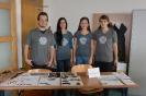 Študenti archeológie, ktorí prezentovali archeologické nálezy